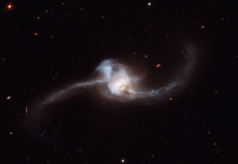 Colliding Spiral Galaxies Form NGC 2623 (Hubble Space Telescope)